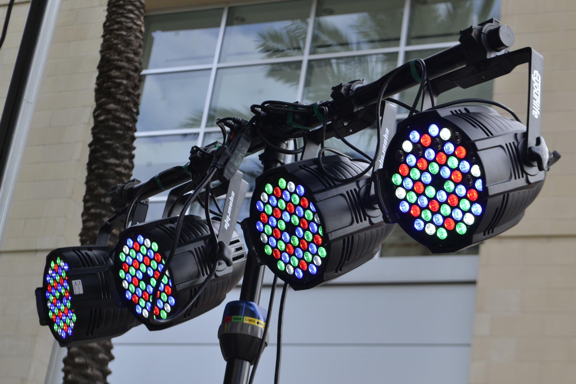 stage-lights-4684900_1920